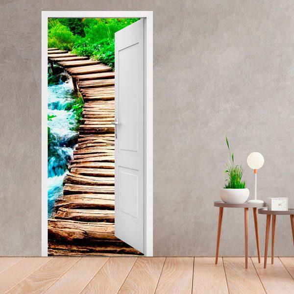 Porta aperta ponte di legno for Adesivi per porte in legno